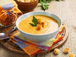 Крем супа от червена леща, картофи и моркови с крутони - снимка на рецептата
